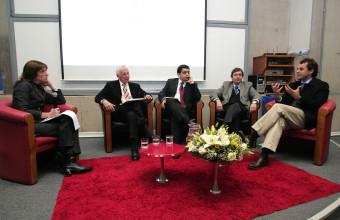 Expertos analizan la encuesta Casen en seminario UDD