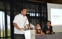 Felipe Welsh, alumno de Ingeniería Comercial, dando su testimonio a la generación 2011