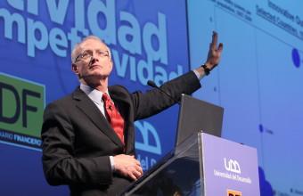 Michael Porter en exitoso seminario de la Universidad del Desarrollo