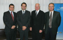Los decanos Pablo Allard, Rodrigo Castro y José Manuel Robles junto a Craig Barrett