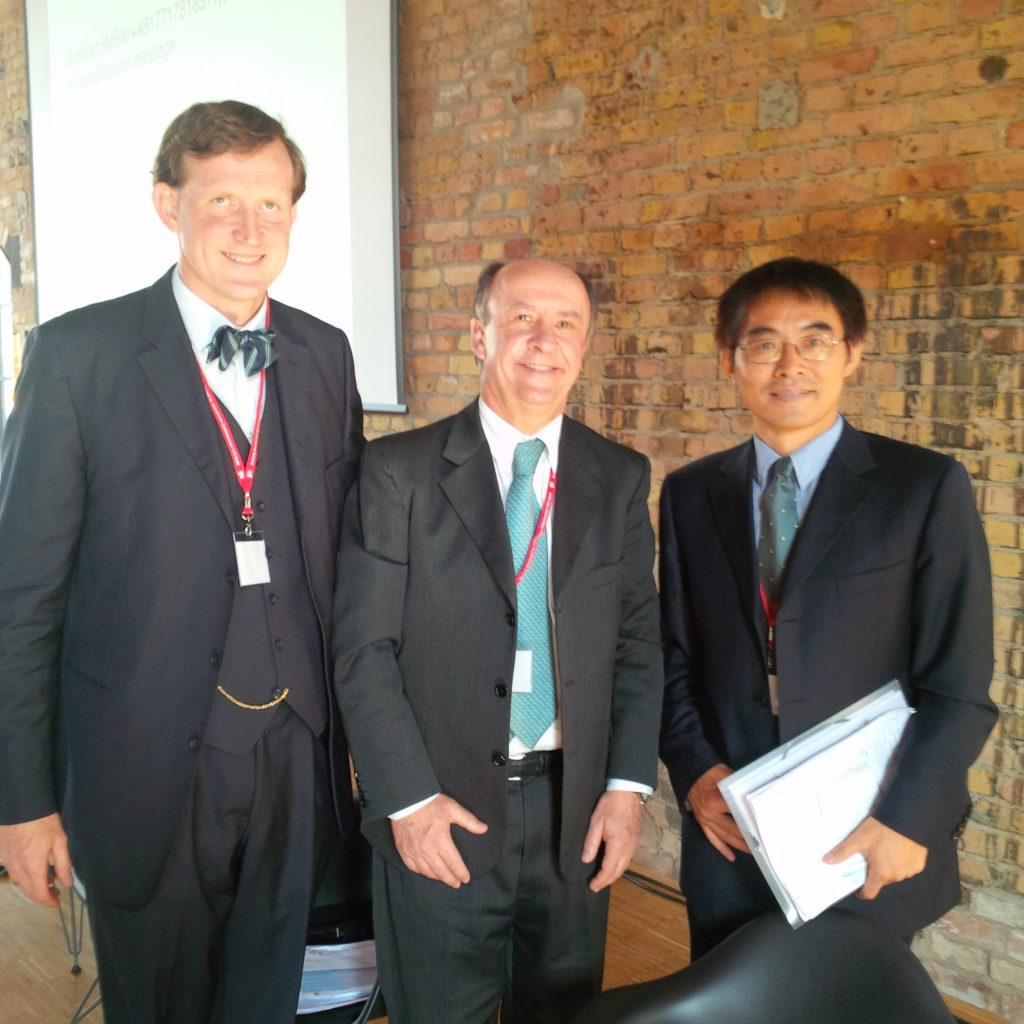 Adrian Taylor, Cristián Larroulet y Hong Son