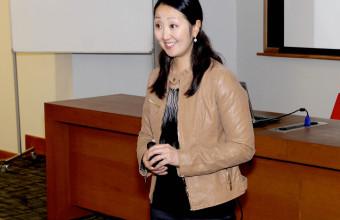Emprendedora de Stanford visita la UDD