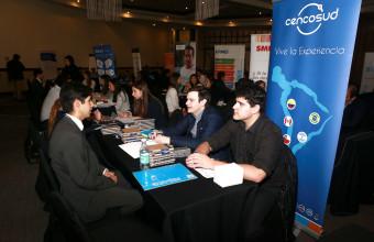 Ingeniería Comercial UDD realizó exitosa Feria Laboral de Co-Educación en Santiago y Concepción