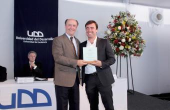 UDD premió a profesores de excelencia 2015