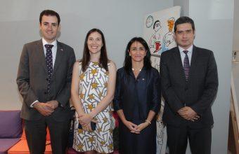 Ministra (S) de la Mujer y Equidad de Género participa en lanzamiento de libro de emprendimiento UDD