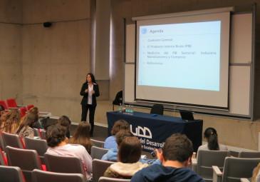 Alumnos de Ingeniería Comercial participan de charla del Banco Central