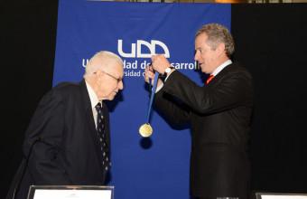 UDD distinguió con el grado Doctor Honoris Causa a Arnold C. Harberger